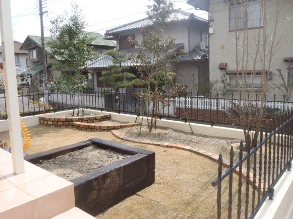レンガ花壇&枕木菜園施工|川西市のM様邸